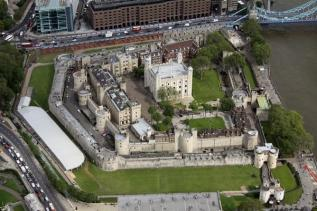 tower-of-london-aerial-view-132125153