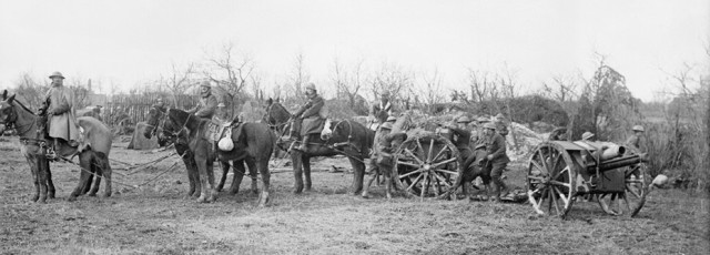 gun team Arras © IWM Q 5121 crop.jpg
