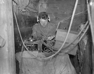 forward wireless station IWM Q 27119.jpg