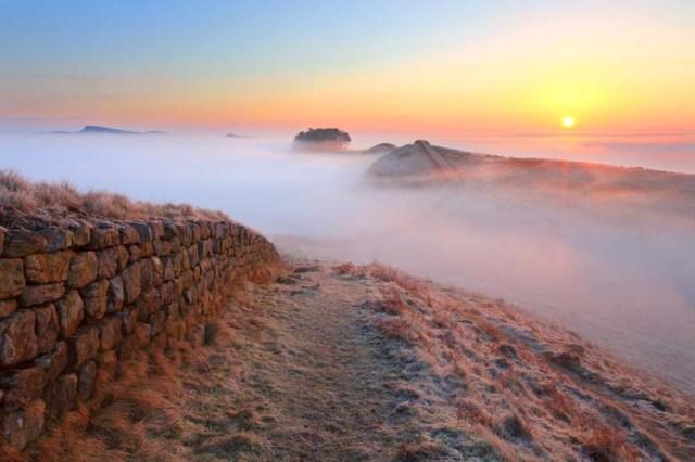 Hadrian's wall  fog HW290F_252454545.jpg